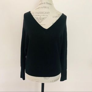BcbgMaxAzria V neck sweater,size XS 🥼